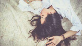 生理で憂鬱な女性
